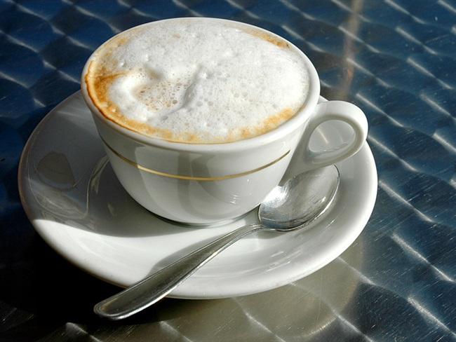 Ispijanje kave na radnom mjestu